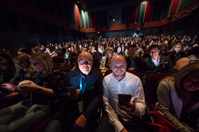 Terry O'Reilly, Mike Morrison and more than 500 marketers at SocialWest 2018. (Photo credit: Neil Zeller) (CNW Group/Social West)