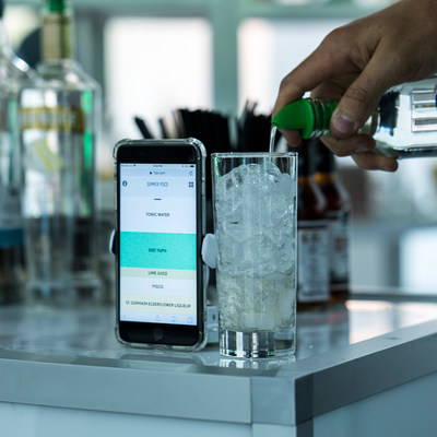 All you need is a glass, your favorite liquor and a mobile device to mix up this summer's hottest cocktails with the new 7UP Digital Bartender. (PRNewsfoto/7UP)