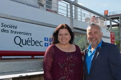 L'aire d'attente du quai de St-Joseph-de-la-Rive agrandie - Sur la photo : Caroline Simard, députée de Charlevoix-Côte-de-Beaupré et François Bertrand, président-directeur général par intérim de la STQ (Groupe CNW/Société des traversiers du Québec)