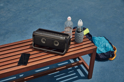 Featuring advanced technology from Meridian Audio, LG's new 2018 audio products deliver natural, high-quality sound in the home and on the go. For listeners on the go, the PK7 Bluetooth speaker combines powerful sound performance with a compact, portable design that offers rich audio and multicolored lighting modes to deliver a unique music experience no matter where it is placed.