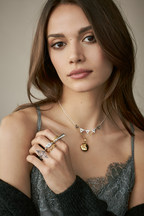 Different retro styles of the THOMAS SABO Autumn/Winter 2018 Collection: Vintage rings, decorated with fine diamonds and heritage jewellery items from the founding years of THOMAS SABO are experiencing a modern update. Medallions radiate a touch of nostalgia and offer space to conceal small photos or mementos. Image exclusively for editorial use until 30.06.2019. (PRNewsfoto/THOMAS SABO GmbH & Co.KG)