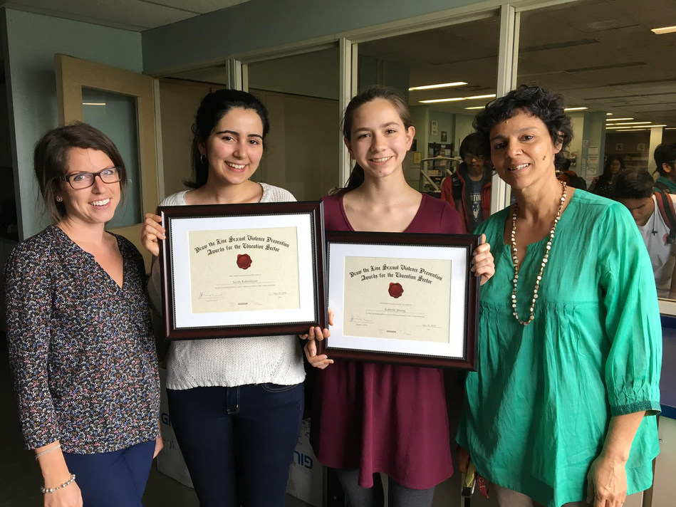 Recipients Isabelle Strang and Sarah Bahreinian of the Bloor Collegiate Institute Women's Empowerment Club with Leela Acharya and Danielle Buchner, WEC staff support. (CNW Group/White Ribbon Campaign)