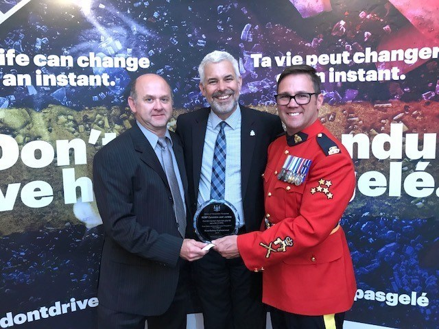 Mr. Eric Boisclaire President of CARS, Deputy Minister Stephan Rhodes and Cst. Jean Juneau (CNW Group/Royal Canadian Mounted Police)