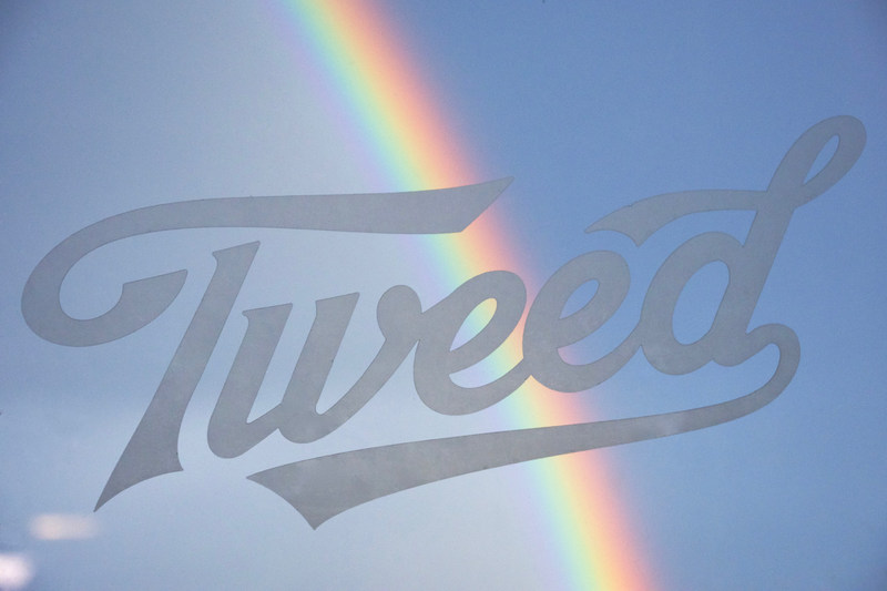 Logo: Tweed joins Pride Toronto to celebrate progress, fight stigma, and build a more inclusive world for all (CNW Group/Canopy Growth Corporation)