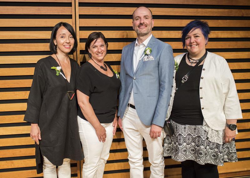 Quatre auteurs ontariens reçoivent le prix littéraire trillium 2018 | Kyo Maclear, Birds Art Life;  Aurélie Resch, Sous le soleil de midi;  Pino Coluccio, Class Clown (Prix de poésie Trillium -langue anglaise); Sylvie Bérard Oubliez  (Prix de poésie Trillium -langue française) (Groupe CNW/Société de développement de l'industrie des médias de l'Ontario)