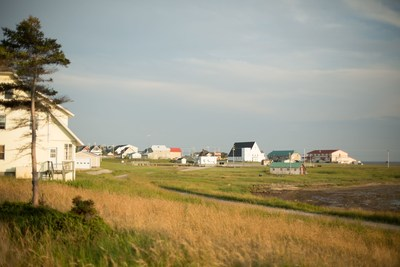 L'investissement de 7,2 millions $ annoncé aura des retombées bénéfiques et significatives sur la vitalité du village de Port-Menier, sur l'ensemble de l'île d'Anticosti et sur l'offre touristique de la région de la Côte-Nord. (Groupe CNW/Société des établissements de plein air du Québec)