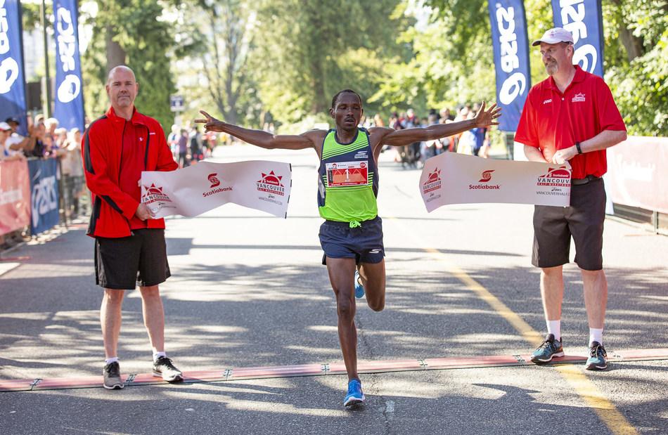 Kip Kangogo wins the 2018 Scotiabank Vancouver Half-Marathon. (Photo credit:  Inge Johnson / Canada Running Series) (CNW Group/Scotiabank)