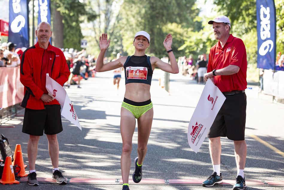 Dayna Pidhoresky wins the 2018 Scotiabank Vancouver Half-Marathon. (Photo credit: Inge Johnson / Canada Running Series) (CNW Group/Scotiabank)