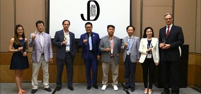 (From left) Gloria Au, Sales Manager of Crossfor HK Ltd; Hidetaka Dobashi, CEO of Crossfor Co Ltd; Tim Schlick, Chief Strategy Officer of Platinum Guild International; Fei Liu, Chairman of the Competition judging panel; Honorary Life Founding President and Supervisor Chan Ming Wing, President Johnny Cheng, and Director - General Amy Yan of Tahitian Pearl Association Hong Kong and Wolfram Diener, Senior Vice President of UBM Asia Ltd toast the launch of the JNA Jewellery Design Competition 2018/19