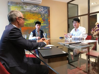 Mr Mario Raposo, General Manager REMAX Portugal (left) having a meeting with Belt and Road Fintech Development Center Chairman, Mr Jerome Ang(right) in Lisbon