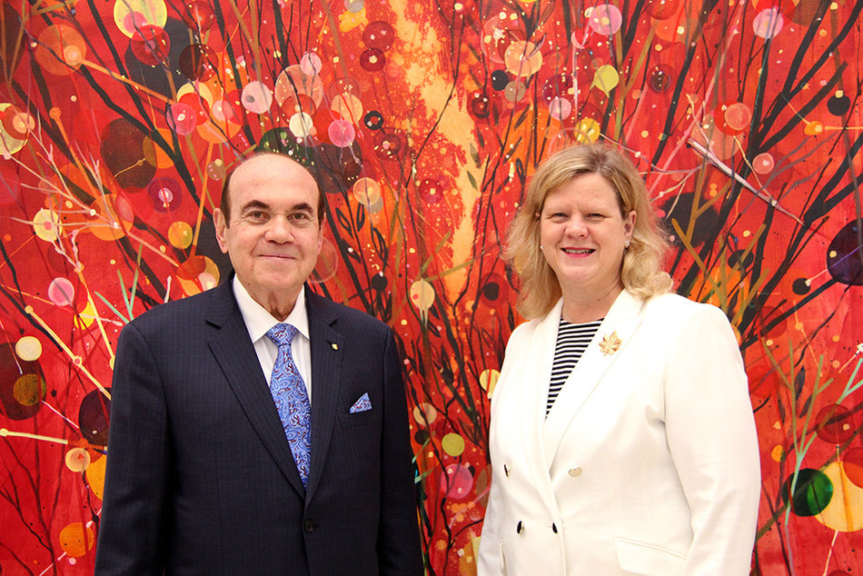 Mr Victor Dahdaleh with HE Mrs. Janice Charette, Canadian High Commissioner to the UK, announcing the extension of the Dahdaleh Foundation's principal sponsorship of the Canada House Gallery to 2025 (PRNewsfoto/The Dahdaleh Foundation)