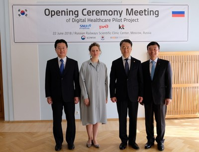 Guests at the ceremony pose for a photo session at Central Clinical Hospital No. 1 of Russian Railways in Moscow, on June 22. They are, from left: Na Ki-Young, head of external cooperation at Seoul National University Bundang Hospital; Elena Zhidkova, head of Russian Railways' Central Healthcare Directorate; Park Neung-Hoo, Minister of South Korea's Health and Welfare; and Yun Kyoung-Lim, KT's senior executive vice president and head of the Future Convergence and Global Business Office.