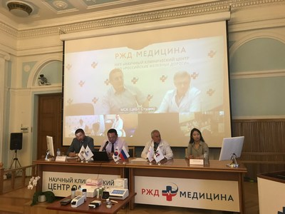 Staff members of KT Corp. and Central Clinical Hospital No. 1 of Russian Railways in Moscow demonstrate telemedicine service with their counterparts at a hospital in Yaroslavl, some 300 km away, on June 24.