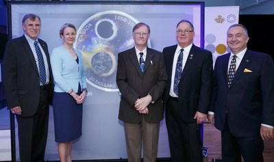 From left: Former Canadian astronaut Dr. Dave Williams, Royal Canadian Mint President & CEO Sandra Hanington, University of Toronto Professor Emeritus Dr. John Percy, Royal Astronomical Society of Canada (RASC) Executive Director Randy Attwood and RASC President Colin Haig unveil a silver collector coin celebrating the 150th anniversary of the RASC (Toronto, June 26, 2018). (CNW Group/Royal Canadian Mint)