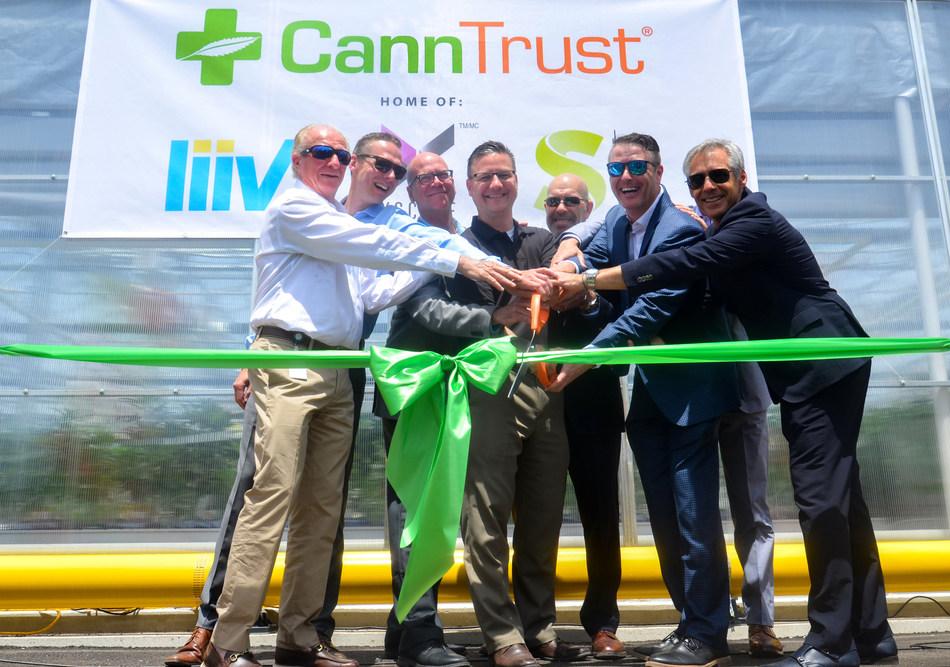 Mayor of Pelham, Dave Augustyn, and CannTrust executive team cut the ribbon on the new CannTrust Niagara 450,000 square foot Cannabis greenhouse. (CNW Group/CannTrust Holdings Inc.)