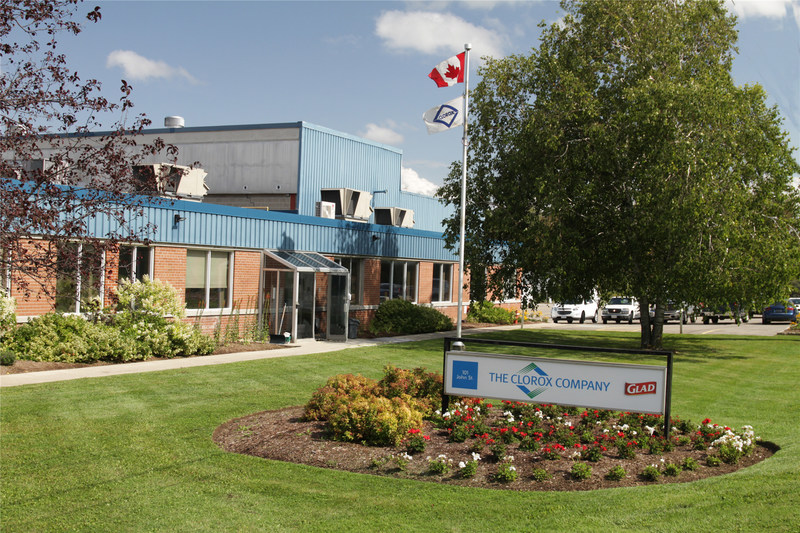 The Glad plant, located in Orangeville, ON, which employs 120 Canadians, celebrated its 50th anniversary last August, a milestone for our country's manufacturing sector. (CNW Group/GLAD Canada)