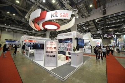 KT SAT's booth at CommunicAsia 2018 in Singapore, held from June 26–28, introduces the Korean satellite service provider's cutting-edge services to potential Southeast Asian customers.