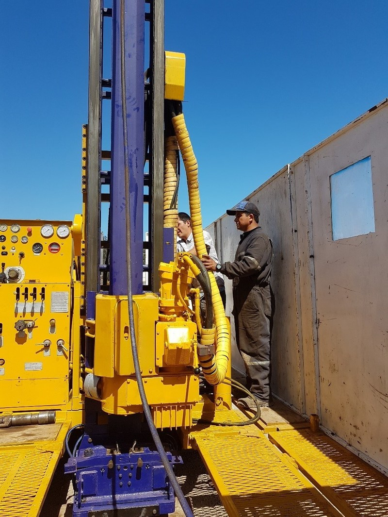 Drilling at Ollague (CNW Group/Lithium Chile Inc.)
