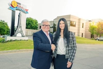 M. Réjean Nadeau, président-directeur général d'Olymel s.e.c. et Mme Mélissa Latifi, présidente et directrice générale des Aliments Triomphe Inc. (Groupe CNW/Olymel s.e.c.)