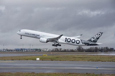 A350-1000, first take off. Photo credit: Airbus S. A. S. 2017 photo by P. Pigeyre/master films. (CNW Group/Airbus)