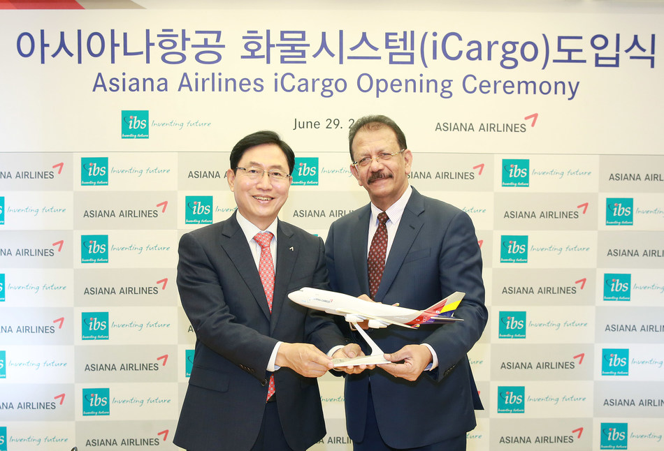 V K Mathews - Executive Chairman, IBS Software and Kim Kwang-suk - Senior Executive Vice President of Cargo Business, Asiana Airlines at the Opening Ceremony in Seoul (PRNewsfoto/IBS Software)