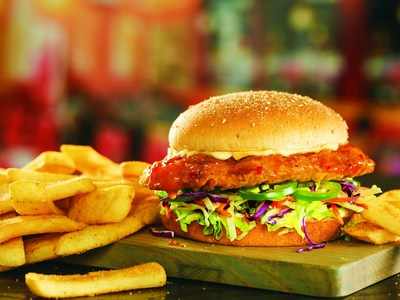 Red Robin introduced its new Island Heat Crispy Chicken featuring a gourmet crispy chicken breast tossed in Island Heat sauce with fresh jalapeños, lettuce, shredded cabbage & carrots, and mayo. The new menu offering is served on a whole-grain bun with Bottomless Steak Fries.