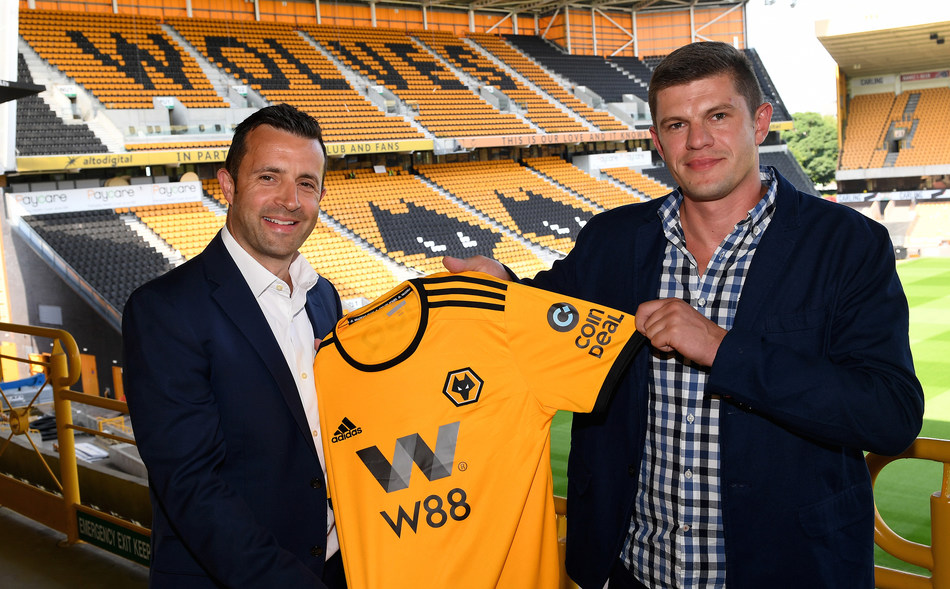 Laurie Dalrymple Wolves Managing Director (left) and Kajetan Mackowiak CoinDeal co-founder (right) (PRNewsfoto/CoinDeal)