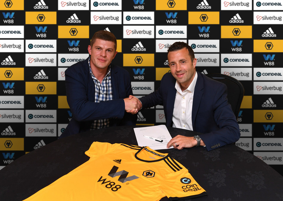 Kajetan Mackowiak CoinDeal co-founder (left) and Laurie Dalrymple  Wolves Managing Director (right) (PRNewsfoto/CoinDeal)