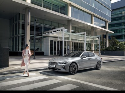 The all-new 2019 G70 features a standard, class-leading Genesis SmartSense suite of safety and convenience technologies including Forward Collision-Avoidance Assist.