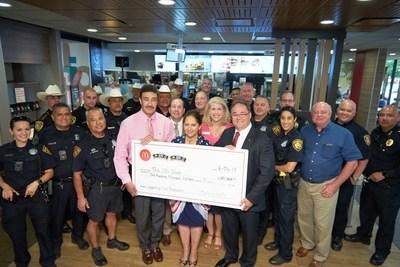 Propietarios y operadores de McDonald's del área sud-central de Texas recolectan $100,000 en donaciones para 100 Clubs of Texas regionales.