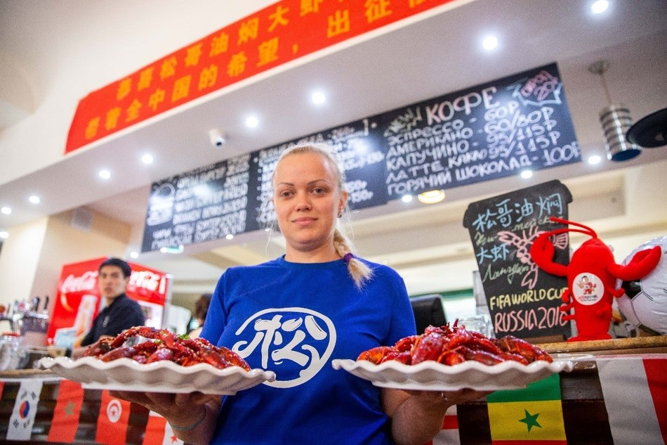 Uniquely Chinese, Distinctly Russian: Songge Crawfish Brings New Snack to Football Fans
