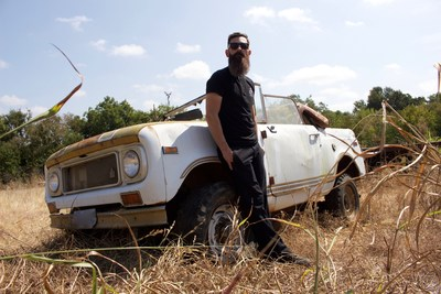 Aaron Kaufman returns to Discovery en Español with his own show CAMBIO DE VELOCIDAD CON AARON KAUFMAN