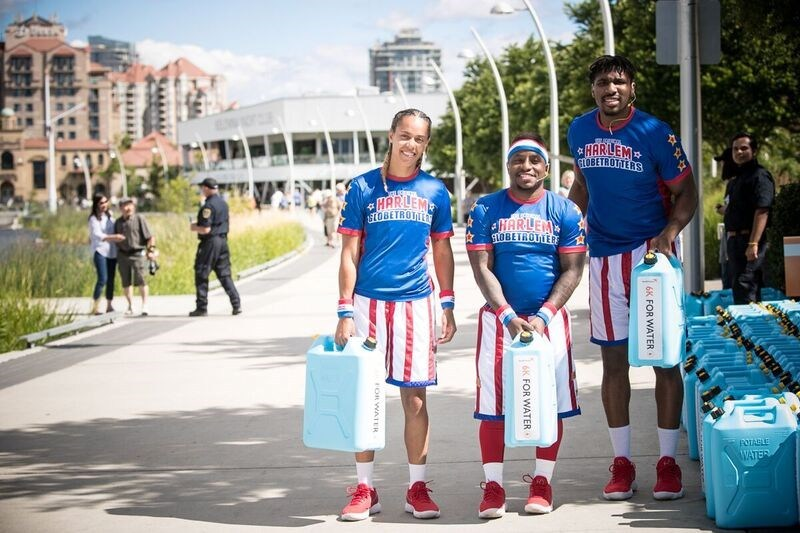 The Harlem Globettrotters dribbled their way into Kelowna over the weekend in support of the 2nd annual #LoveCanKelowna, Kelowna 6K for Water event which raises money for clean water projects (CNW Group/World Vision Canada)