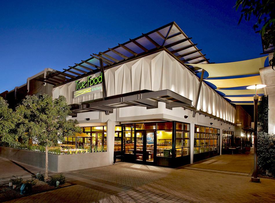True Food Kitchen's first of 23 restaurants in Phoenix, Arizona at Biltmore Fashion Park (PRNewsfoto/True Food Kitchen)