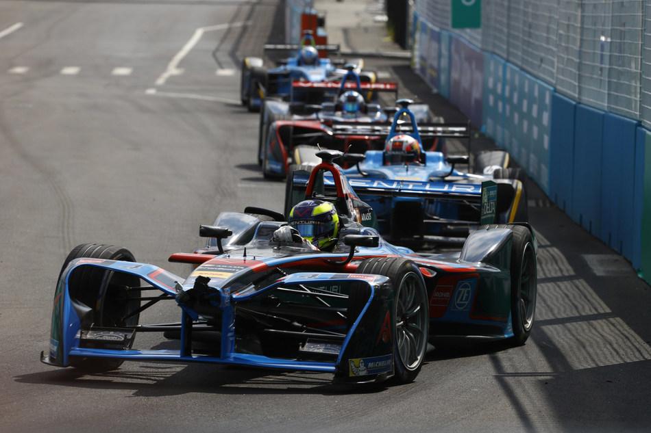 (PRNewsfoto/Sherwin-Williams Automotive Fin)