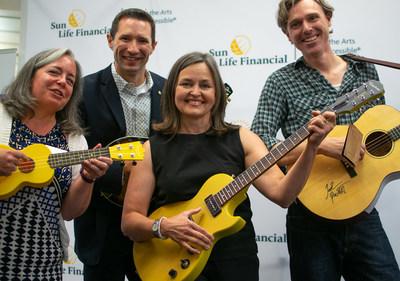 La Financière Sun Life et Joel Plaskett lancent le Programme de prêt d'instruments de musique en bibliothèques de la Financière Sun Life dans les bibliothèques publiques d'Halifax. (Groupe CNW/Financière Sun Life Canada)