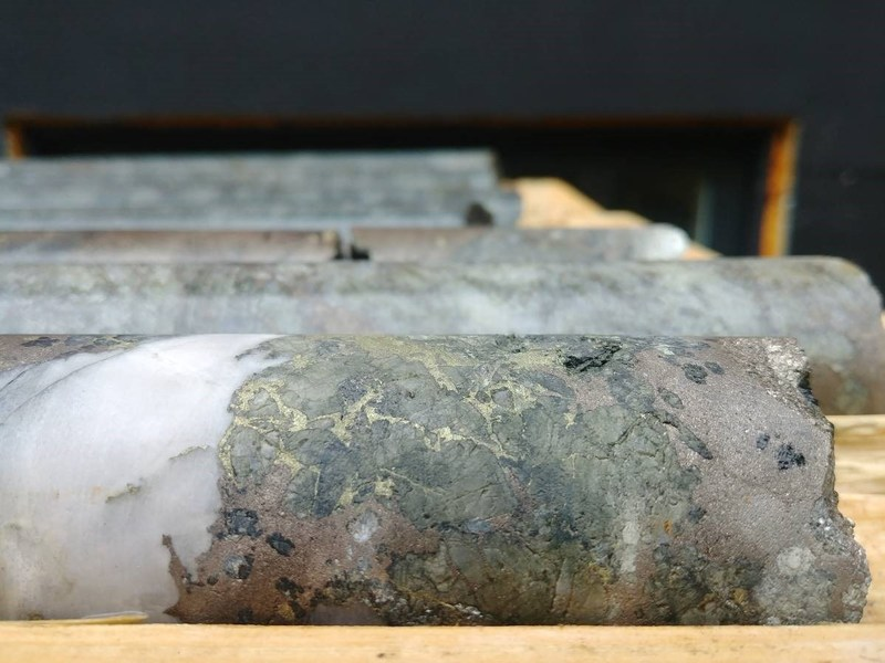 Figure 4: Core from TV-18-14 at 141.9m Sulphide breccia with Quartz (CNW Group/Canadian Metals Inc.)