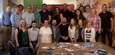 Max Ottawa, ViiV Soins de Santé et quelques invités sont réunis pour un événement spécial d'emballage de condoms pour marquer le lancement de l'initiative « Spill the Tea ». (Groupe CNW/MAX Ottawa)