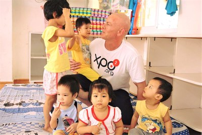 XPO² founder, Dom Einhorn, with the children of Go Vap Orphanage in Ho Chi Minh City, Vietnam.