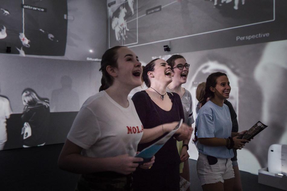 Rafael Lozano-Hemmer (en collaboration avec Krzysztof Wodiczko), Zoom Pavilion, [Pavillon d'amplification], 2015; Projections, caméras infrarouges, blocs d'éclairage infrarouge, haut-parleurs, ordinateur, composantes électroniques et logiciel sur mesure; Avec l'aimable permission de l'artiste et de la galerie bitforms - © Rafael Lozano-Hemmer / SODRAC, Montréal / VEGAP, Madrid (2018); Photo : François Maisonneuve (Groupe CNW/Musée d'art contemporain de Montréal)