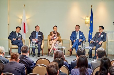 From left to right: Hosuk Lee-Makiyama, Pascal Kerneis, Iana Dreyer, Danny Risberg, Mitsumaru Kumagai (PRNewsfoto/The Government of Japan)