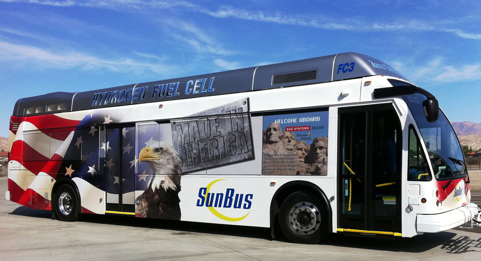 El Dorado National Axess Fuel Cell Electric Bus (CNW Group/Ballard Power Systems Inc.)