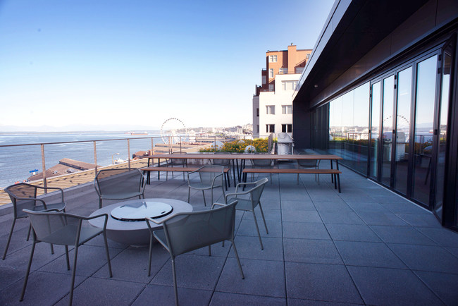 Big Fish's new home is located in Seattle's historic Maritime Building. Its teams can now enjoy sweeping views of the Seattle Waterfront, Olympic Mountains, and the Seattle downtown skyline.