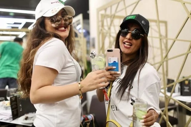 """World Cup Fans Enjoy the """"Panda 1573"""" Cocktail During the Games."""