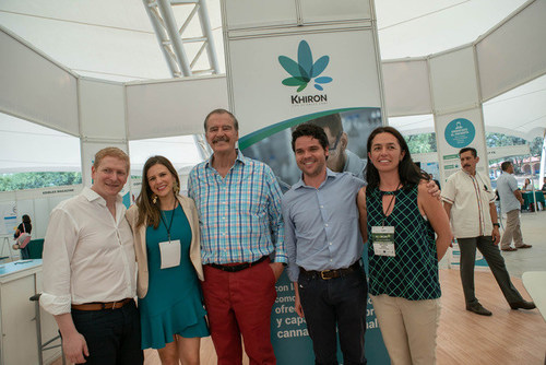 Mr. Vicente Fox, former President of Mexico joins Andres Galofre, Co-founder and Commercial Vice President, Khiron life Sciences, along with Dr. Daniel Schecter, Khiron Senior Medical Advisor, Maria Fernanda Arboleda, Khiron Medical Director, and Anna Maria Borda, Khiron Scientific Research Manager, at CannaMexico 2018. (CNW Group/Khiron Life Sciences Corp.)