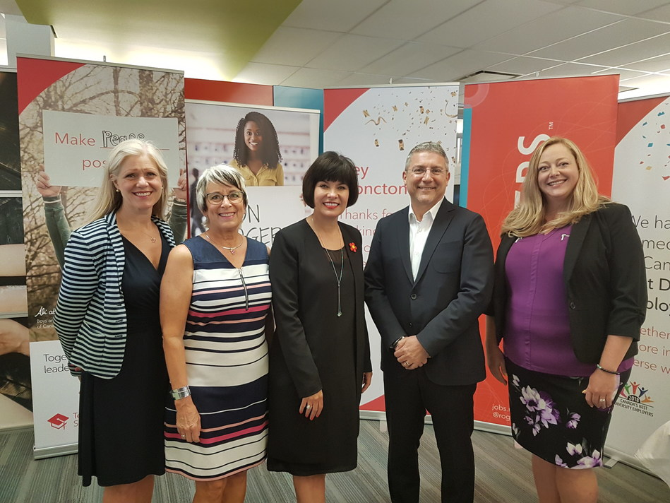 Rogers announced it is creating 215 new jobs at its Moncton contact centre. From left: Dawn Arnold, Mayor of Moncton; Honourable Cathy Rogers, Minister of Finance and MLA for Moncton South; Honourable Ginette Petitpas Taylor, Minister of Health and MP for Moncton-Riverview-Dieppe; Eric Agius, SVP Customer Care, Rogers Communications; Jessica Gallant, Moncton Site Director. (CNW Group/Rogers Communications Canada Inc. - English)
