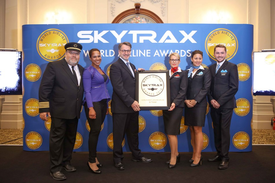 Jean-François Lemay, President-General Manager of Air Transat, accepted the Skytrax award at the official ceremony in London (CNW Group/Transat A.T. Inc.)