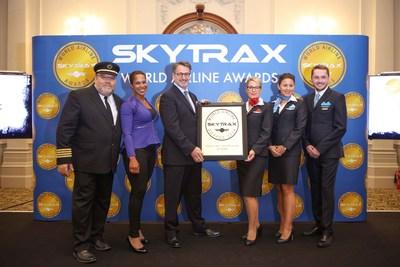 Jean-François Lemay, président-directeur général d'Air Transat, a accepté le prix Skytrax lors de la cérémonie officielle à Londres (Groupe CNW/Transat A.T. Inc.)