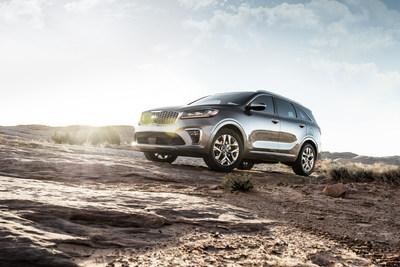 Kia Sorento SUV Conquista Montañas Reales Y Percibidas En Nueva Campaña Publicitaria (PRNewsfoto/Kia Motors America)