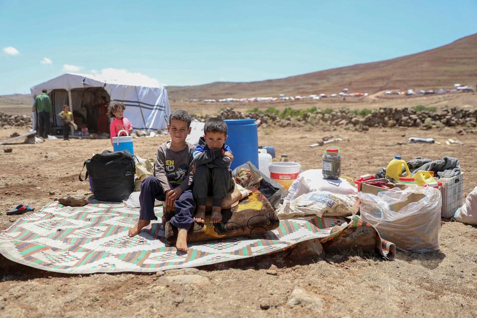 Families fleeing escalating violence in Deraa setting up tents on the southwestern borders of Syria, 26 June 2018 © UNICEF/UN0219116/Al-Faqir (CNW Group/UNICEF Canada)
